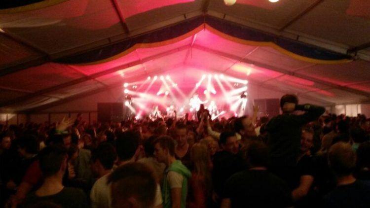 Jackfire met vette lichtshow live