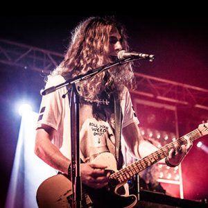 Tristan op gitaar bij Jackfire Live