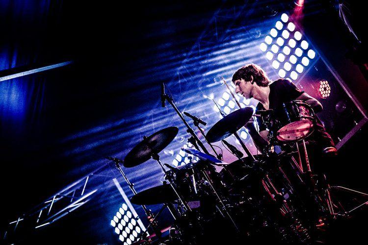 Colin op drums bij Jackfire Live