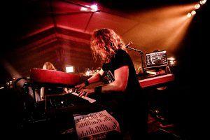 Wessel op keyboard bij Jackfire Live
