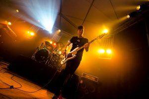 Bassist bij Jackfire Live